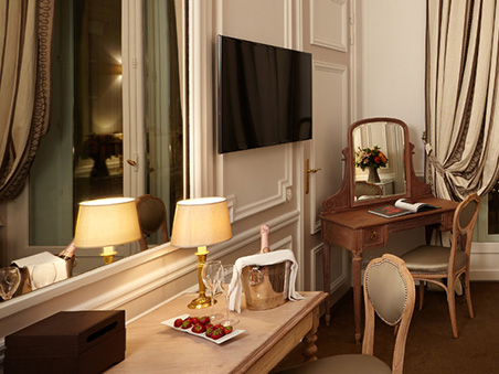 deluxe-room-hotel-regina-paris