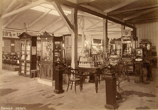 Pabellón J & J Kohn Exposición Ekaterimburgo 1887 (izquierda)