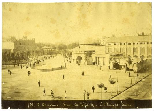 Foto de Plaça Catalunya amb La Pajarera (Gran Café del siglo XX) al fons, 1888-1895. Arxiu Municipal Barcelona Arxiu Fotogràfic Barcelona