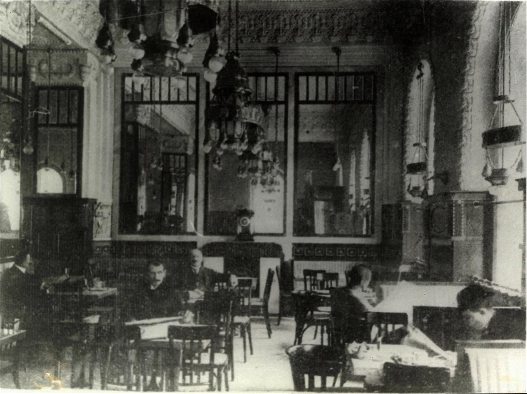 Az újonnan berendezett Westend kávéház