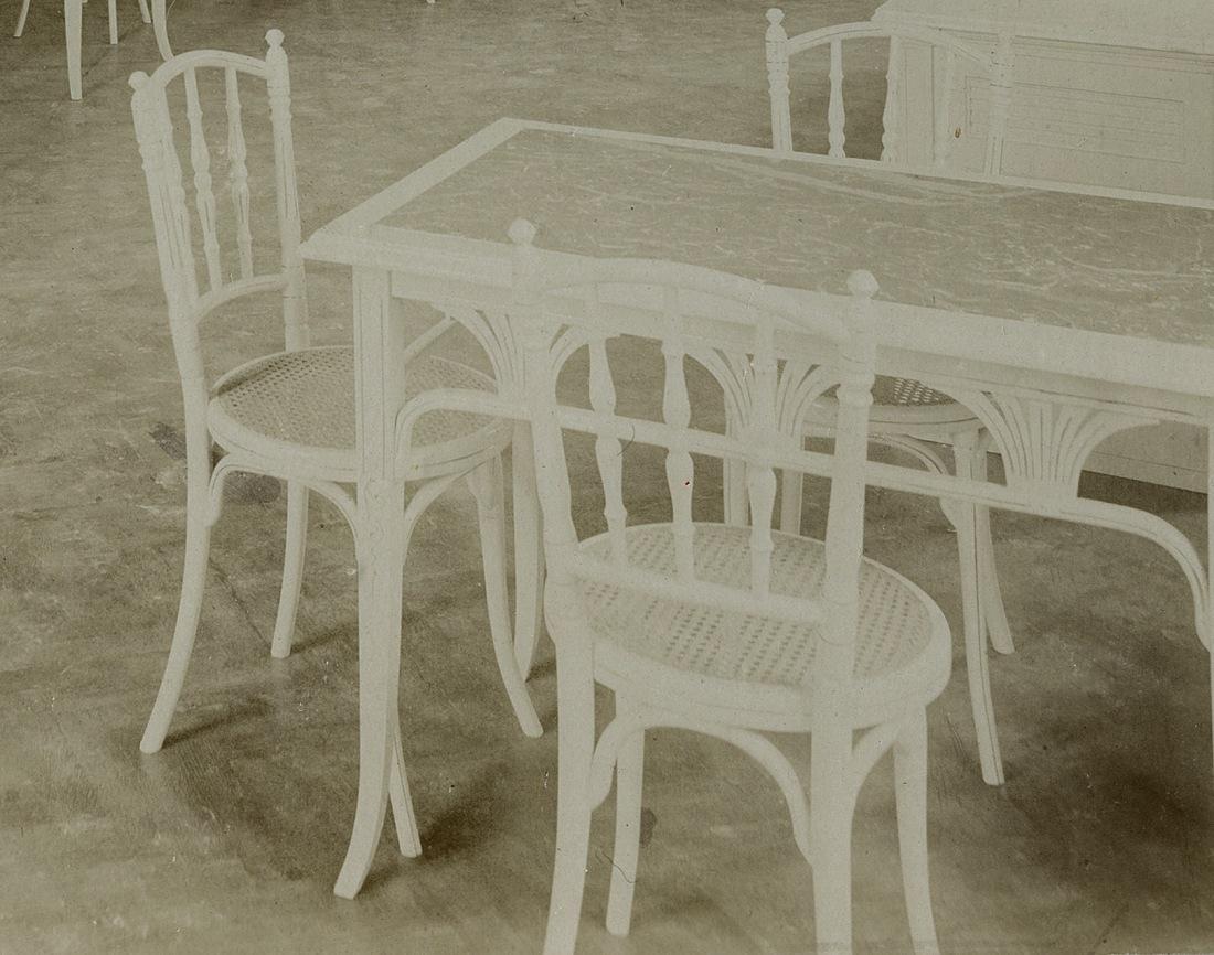 Detalle sillas blancas