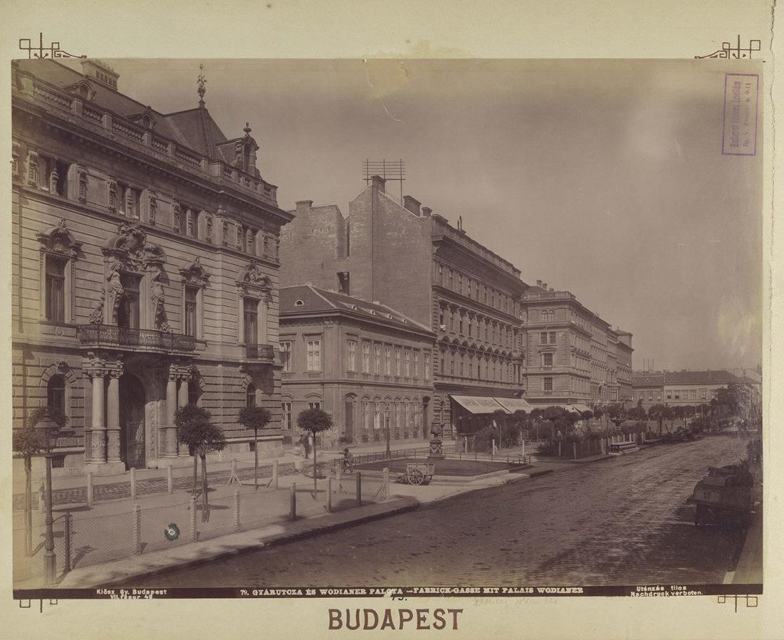 Budapest,_Wodianer-palota,_Liszt_Ferenc_tér_-_Fortepan_82404 (2)p